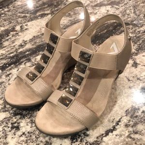 Anne Klein low wedge